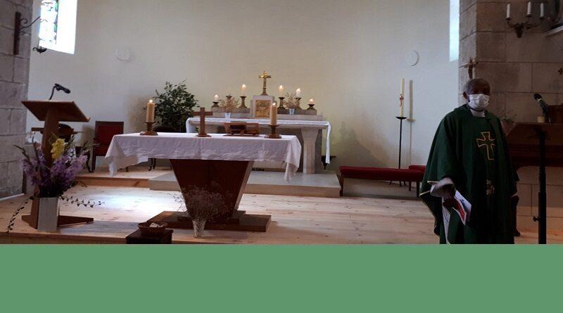 rénovation autour église du Coudray1 800x445 - Rénovation autour de l'autel de l'église du Coudray
